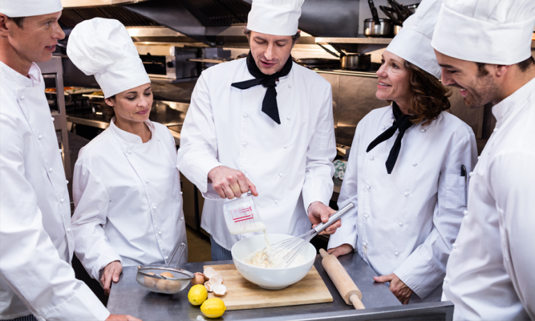 HOW TO BUILD AND MAINTAIN A GOOD TEAM IN THE KITCHEN